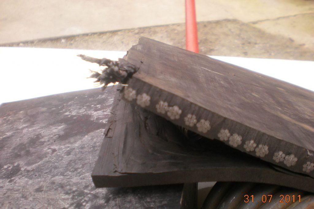 Gumeni nož sa sajlama za snežni plug